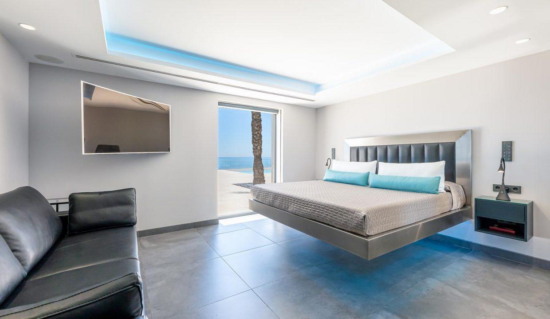 Beachfront Contemporary Villa in Mijas Costa 12