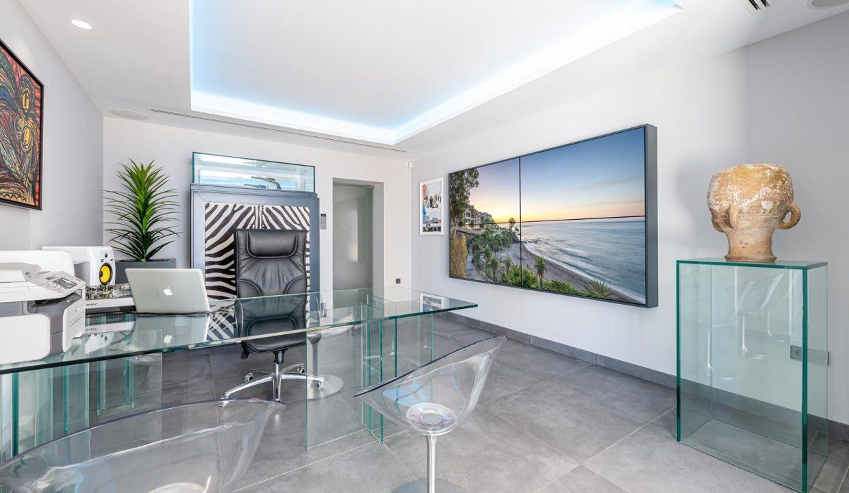 Beachfront Contemporary Villa in Mijas Costa 20