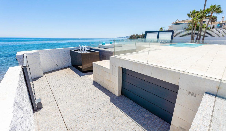 Beachfront Contemporary Villa in Mijas Costa 28