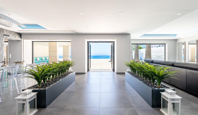 Beachfront Contemporary Villa in Mijas Costa 7