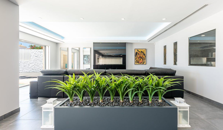Beachfront Contemporary Villa in Mijas Costa 8